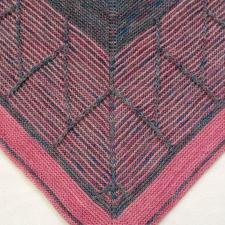 Barndom: detail of the slip stitch columns